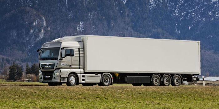 Грузовых транзитных перевозчиков предлагают сопровождать по территории РК