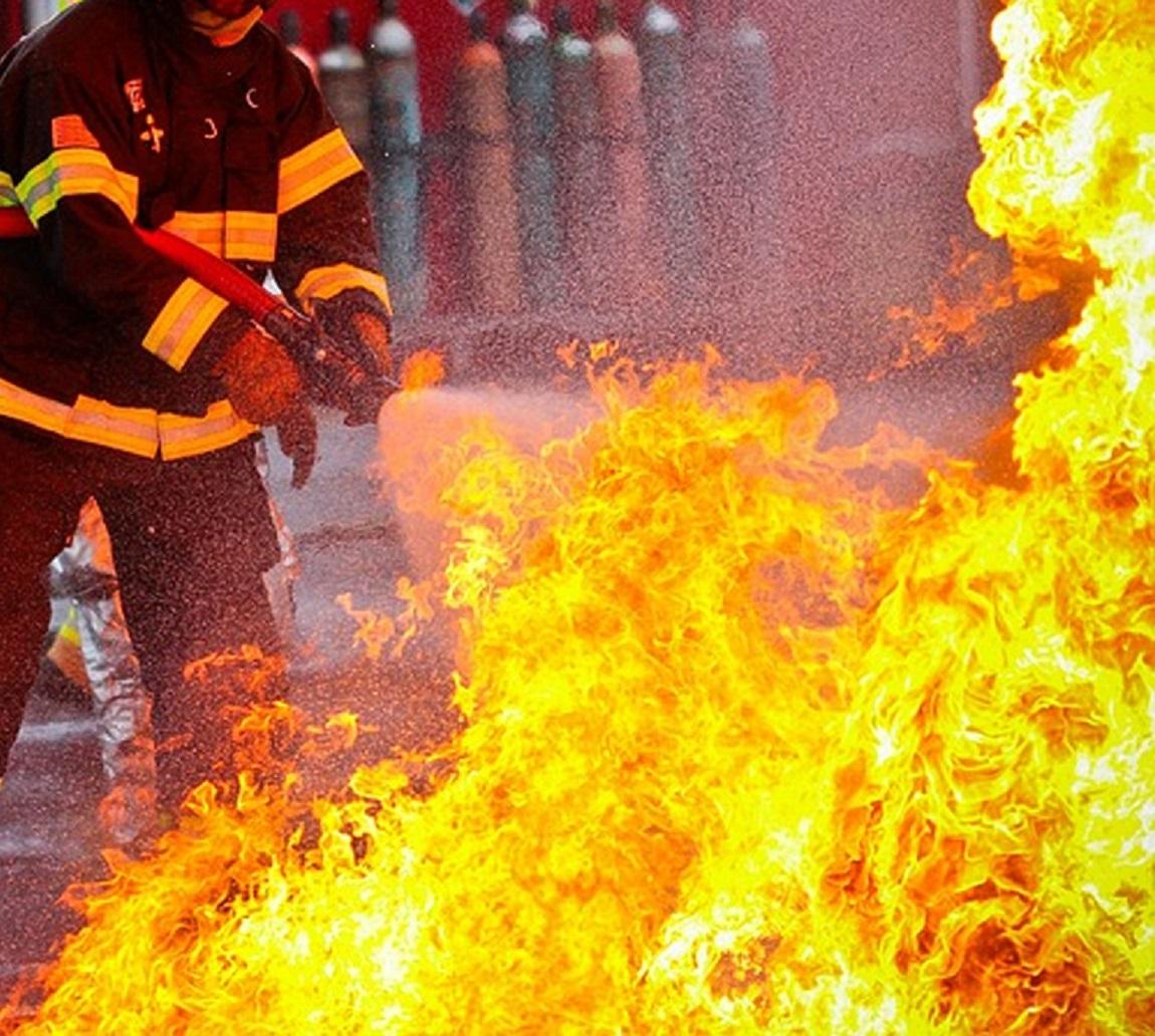 Товар из девяти бутиков сгорел при пожаре на рынке в Таразе