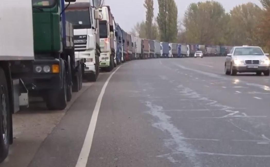 КГД о претензиях Кыргызстана: почти у всех грузовых машин, заехавших в РК, были нарушения