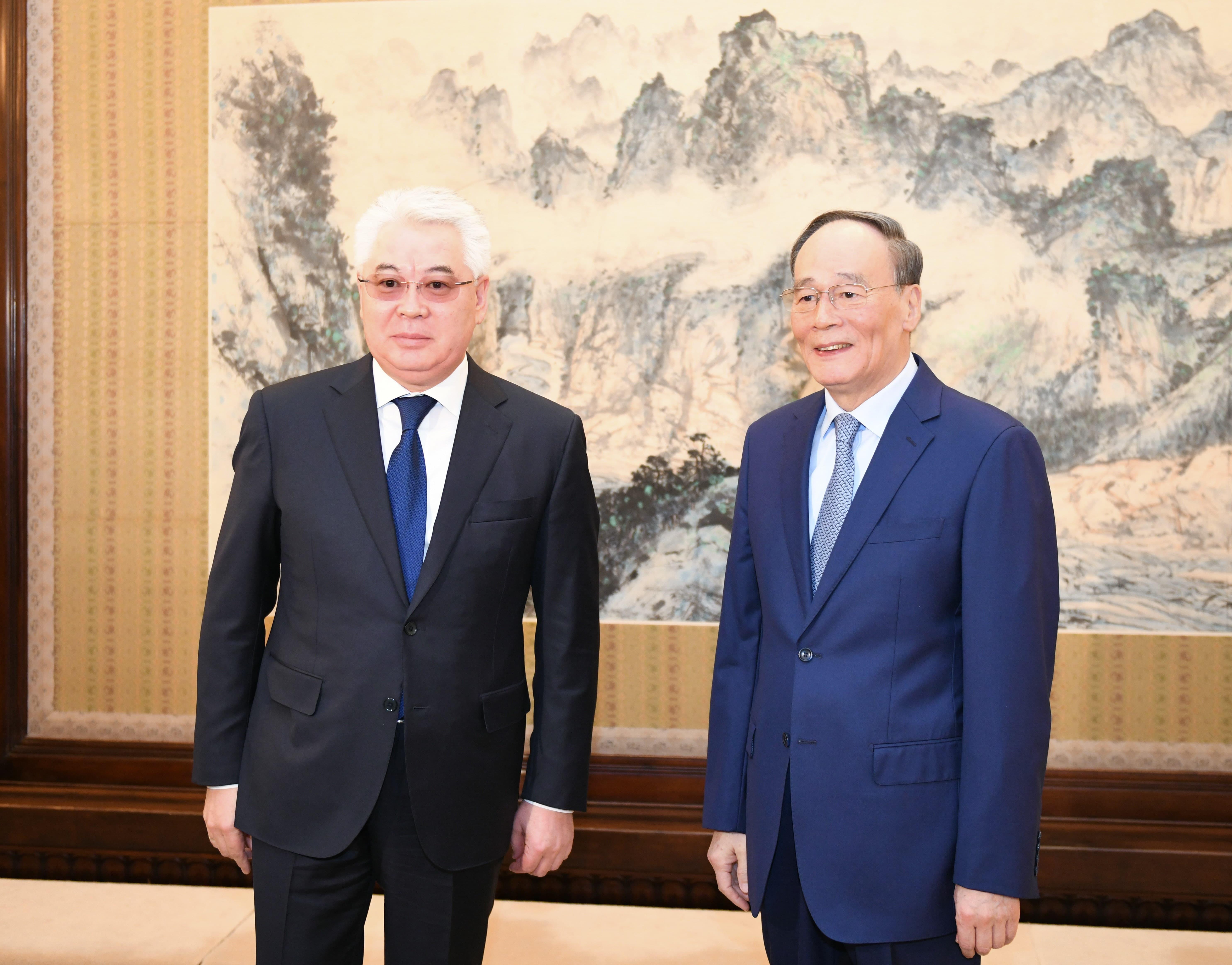 В решении Нурсултана Назарбаева прослеживается глубокая любовь к своей стране – зампред КНР