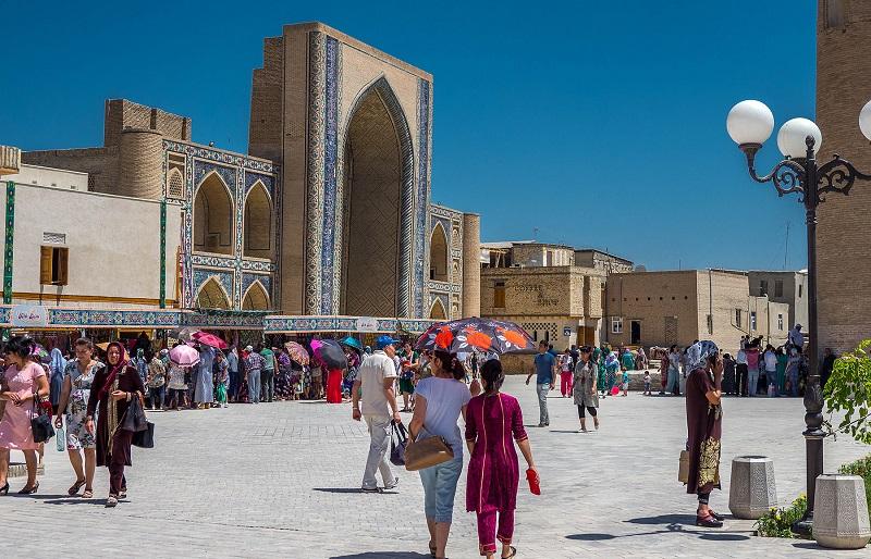 Глава государства предложил открыть туристический кластер, объединяющий Туркестан, Самарканд и Бухару