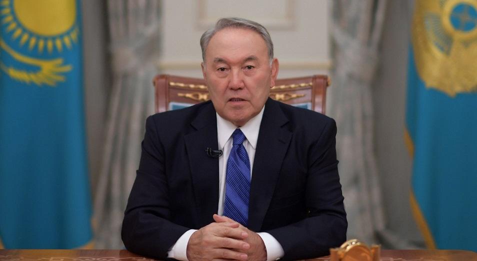 Нұрсұлтан Назарбаев билікті беру салтанаты туралы жарғыны оқыды