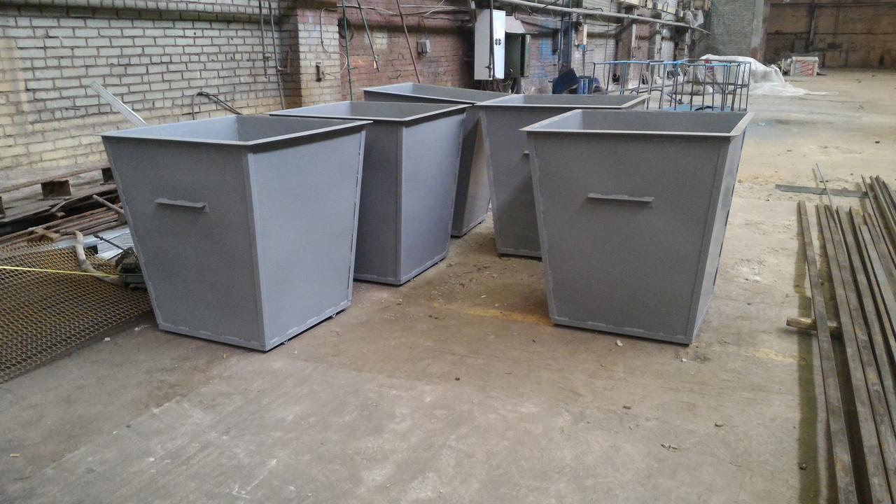 Дворники в Уральске сдавали на металлолом мусорные контейнеры