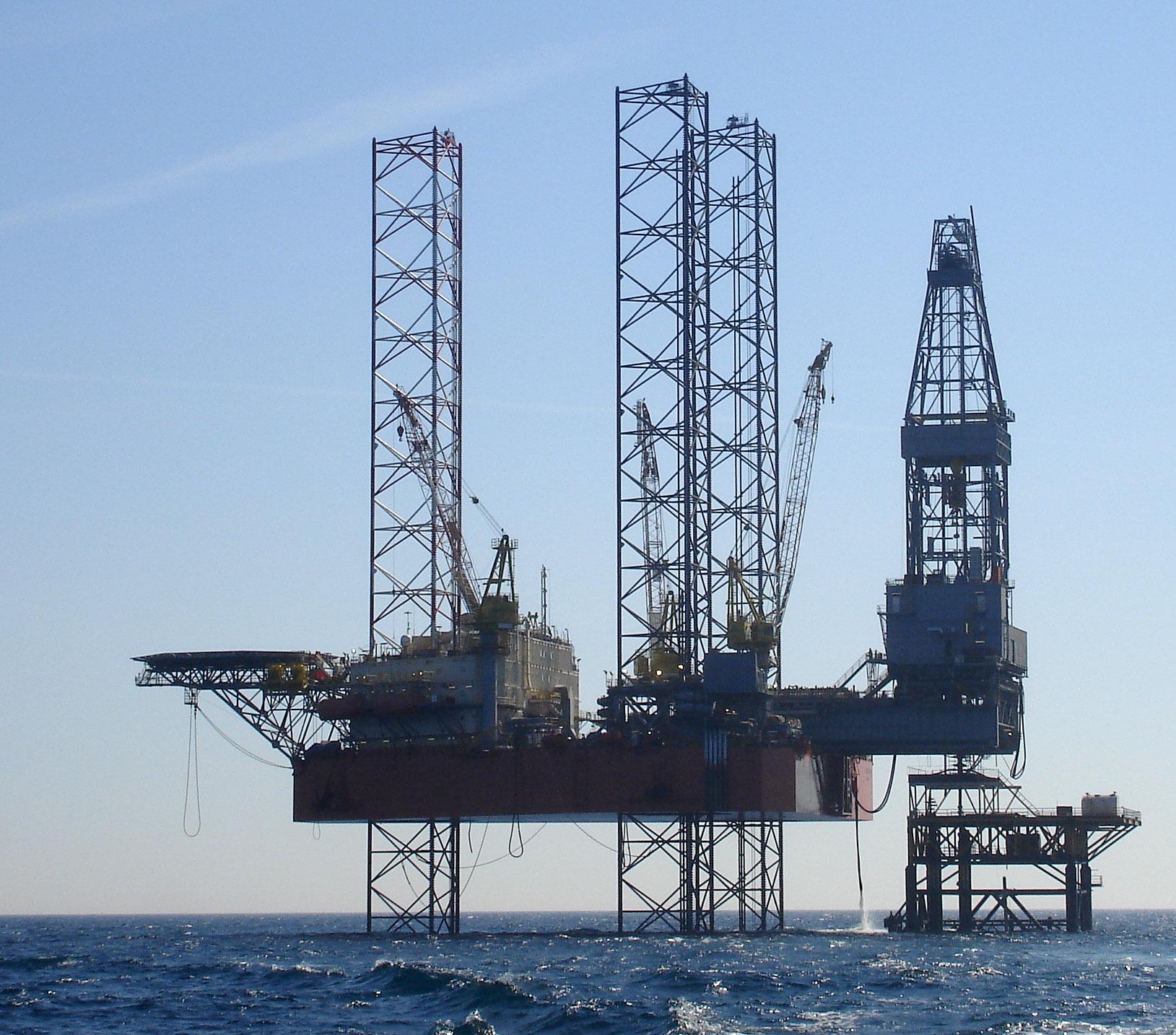 Казмортрансфлот доставит самоподъемную плавучую буровую установку в Азербайджан
