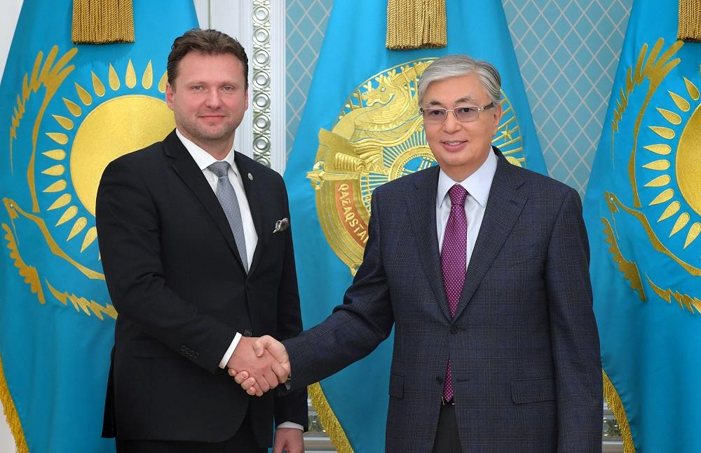 Касым-Жомарт Токаев обсудил перспективы казахстанско-чешских отношений с Радеком Вондрачеком