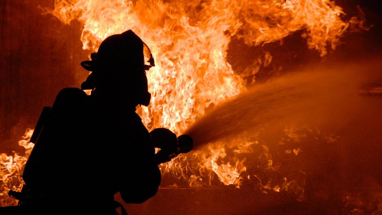 Три человека пострадали в результате пожара в частном доме в Костанайской области