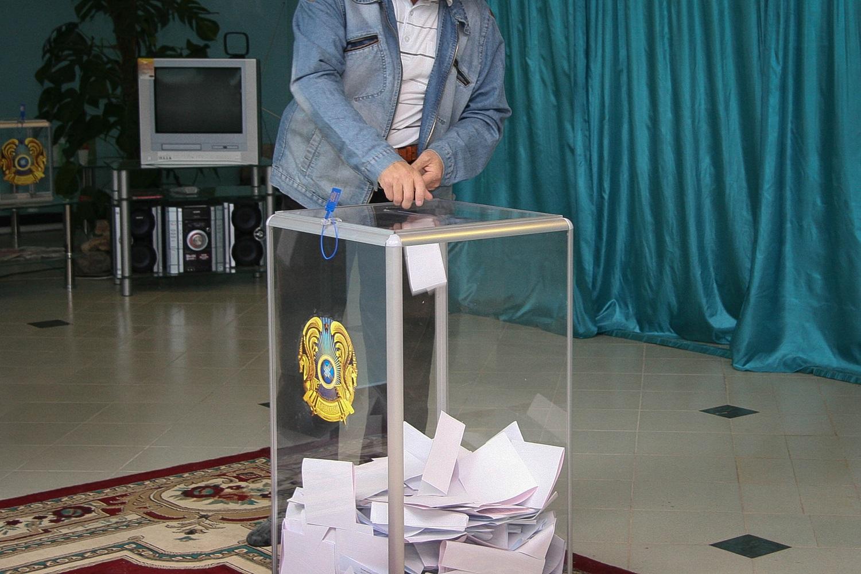 Для участия в выборах в другом городе казахстанцу нужно открепиться от участка