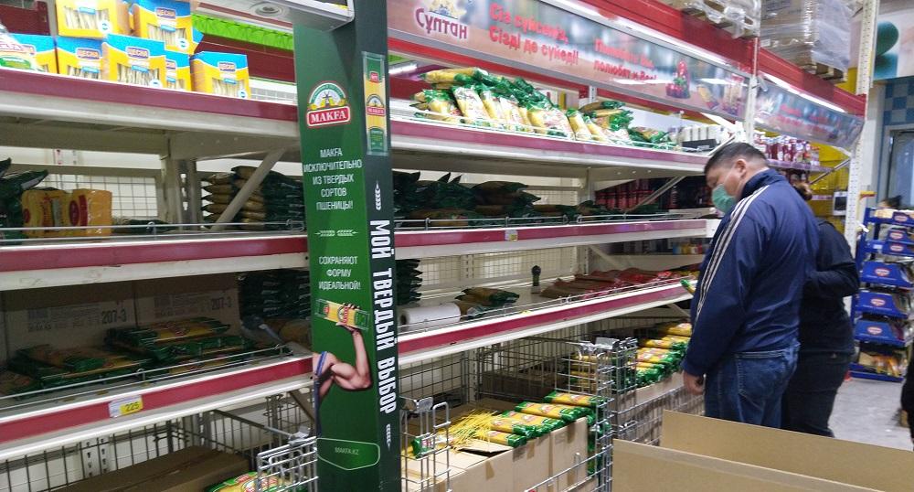 Продажи в супермаркетах Алматы упали на 50%