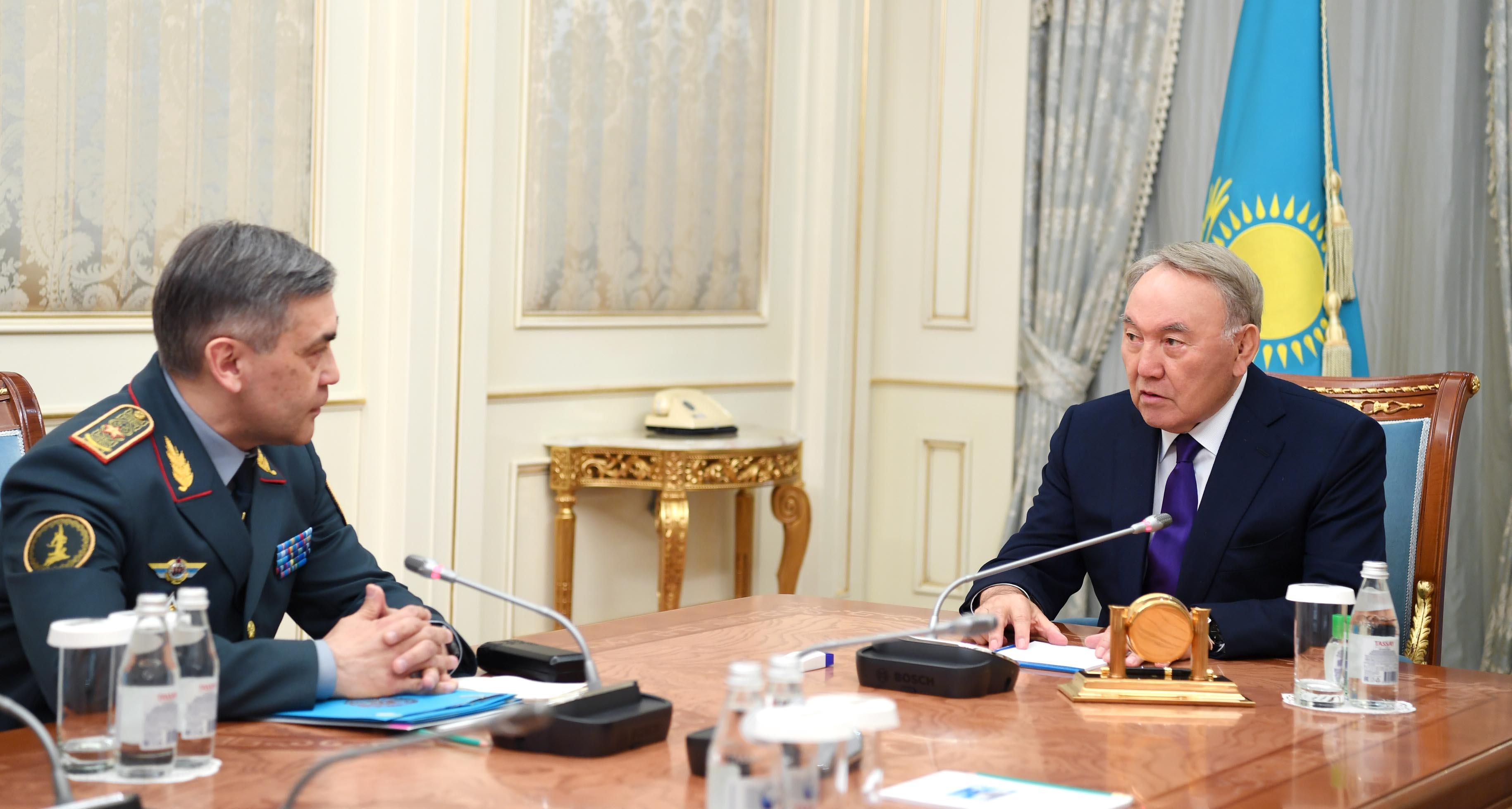 Нурсултан Назарбаев принял министра обороны Нурлана Ермекбаева