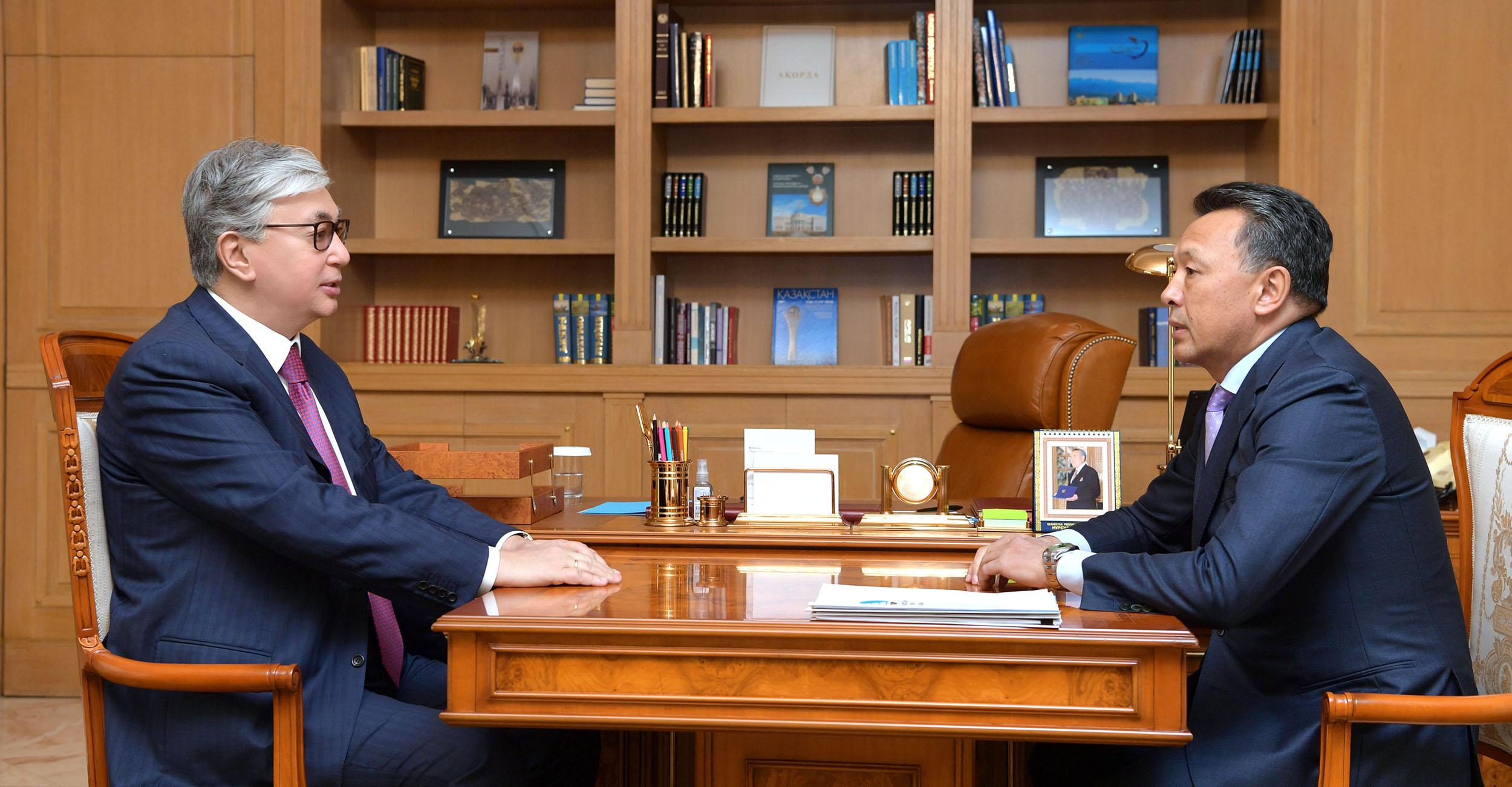 Президент Казахстана заявил о необходимости принять меры по развитию железнодорожных перевозок