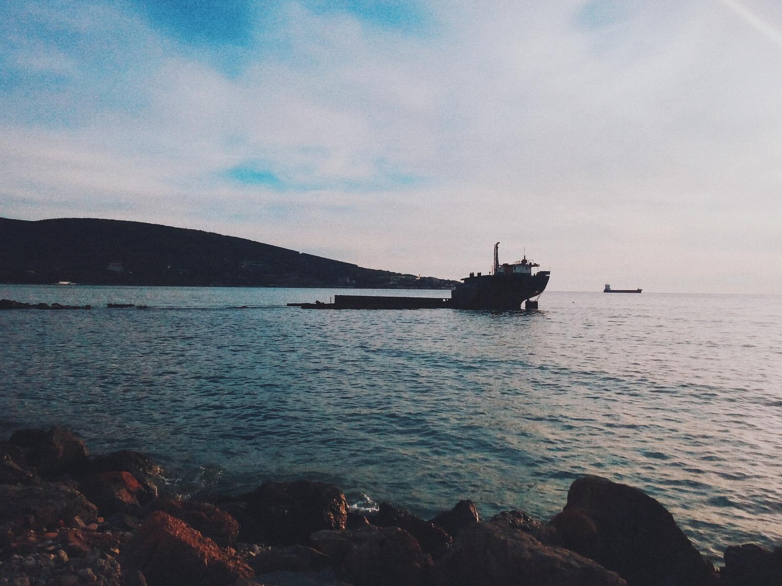 В Черном море затонуло судно из-за возможного смещения груза