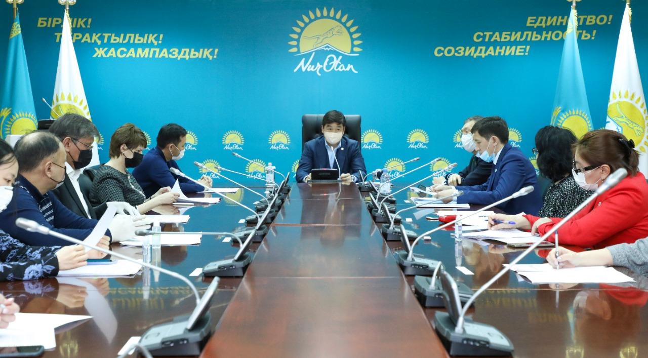 Бауыржан Байбек: по 50 тысяч тенге получат более двух тысяч врачей в городах Нур-Султане и Алматы