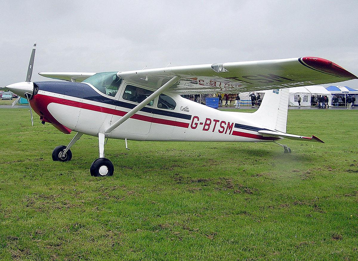 Небольшой самолет въехал в толпу на аэродроме в Германии