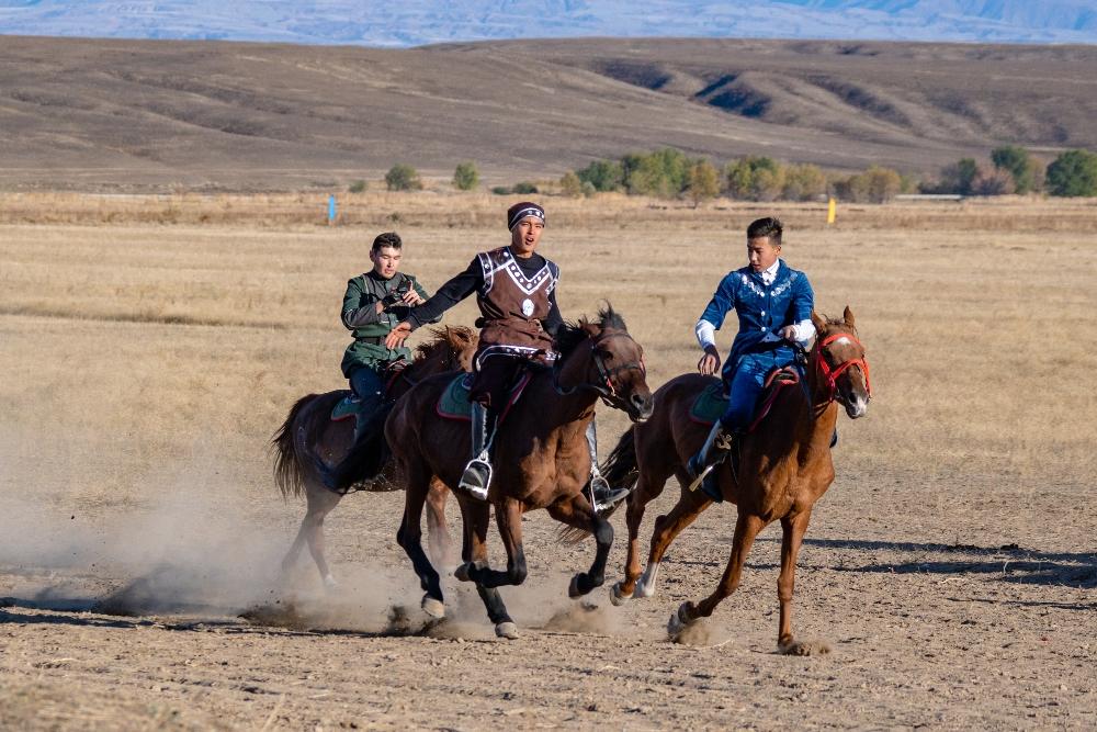 Для сохранения устойчивости государственной системы в условиях мировой турбулентности необходимо поощрять «казахскость» нашей национальной идентичности
