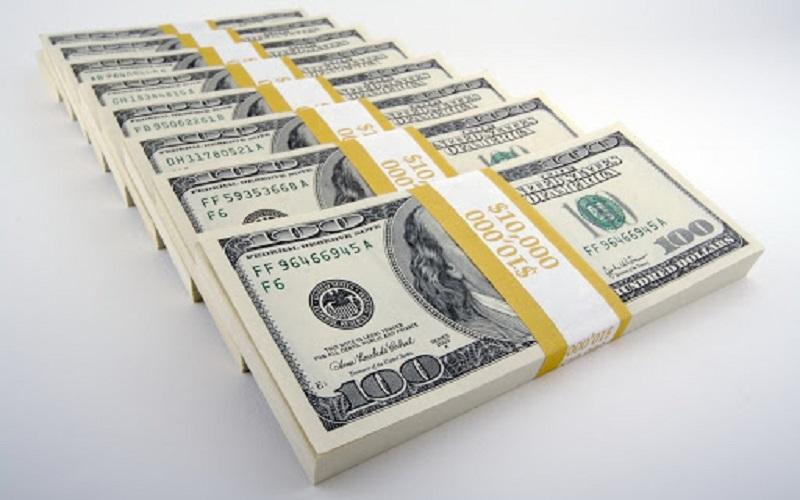 Рост курса доллара: эксперты связывают высокий спрос на валюту со страхом и неопределенностью