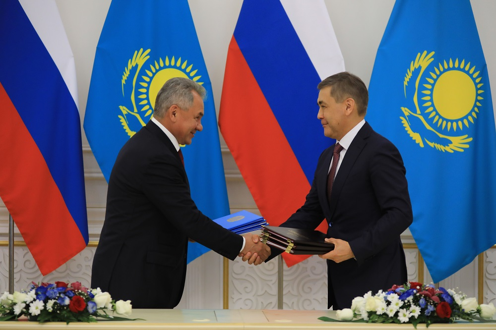 Казахстан и Россия подписали обновленный договор о военном сотрудничестве