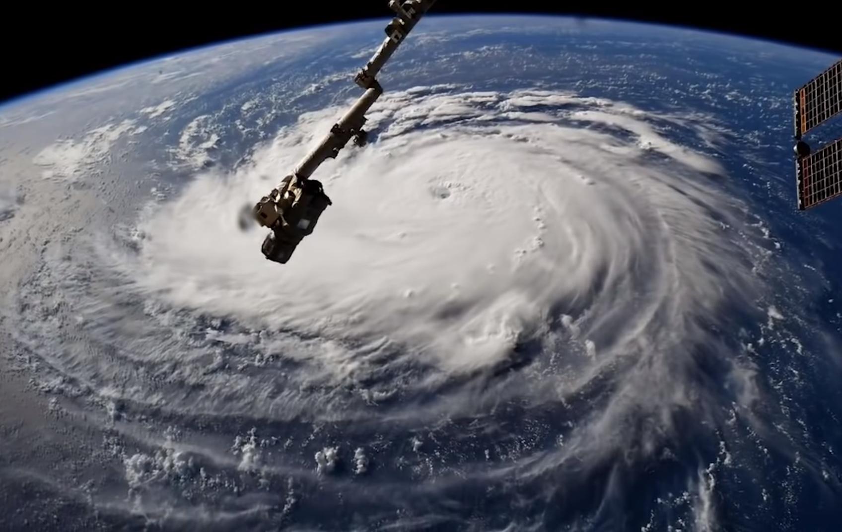 Трамп ввёл режим чрезвычайного положения в штате Виргиния в связи с приближением урагана «Флоренс», ураган, ураган «Флоренс», США , ЧП, Происшествия
