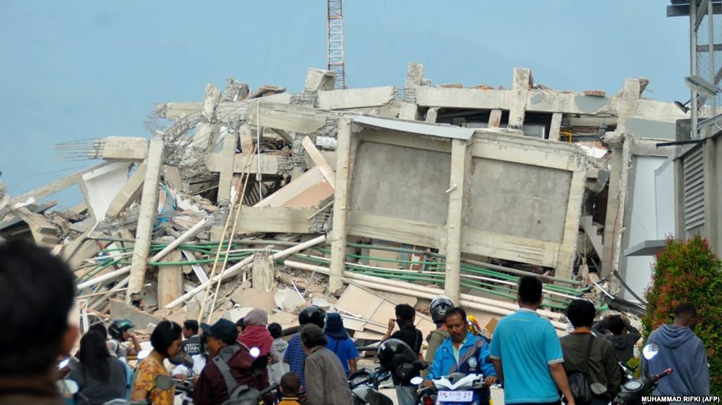 В Индонезии более тысячи человек сбежали из тюрем после подземных толчков