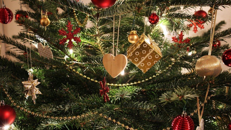 Санта Клаус посетил десятки стран и доставил уже более 1,2 млрд подарков