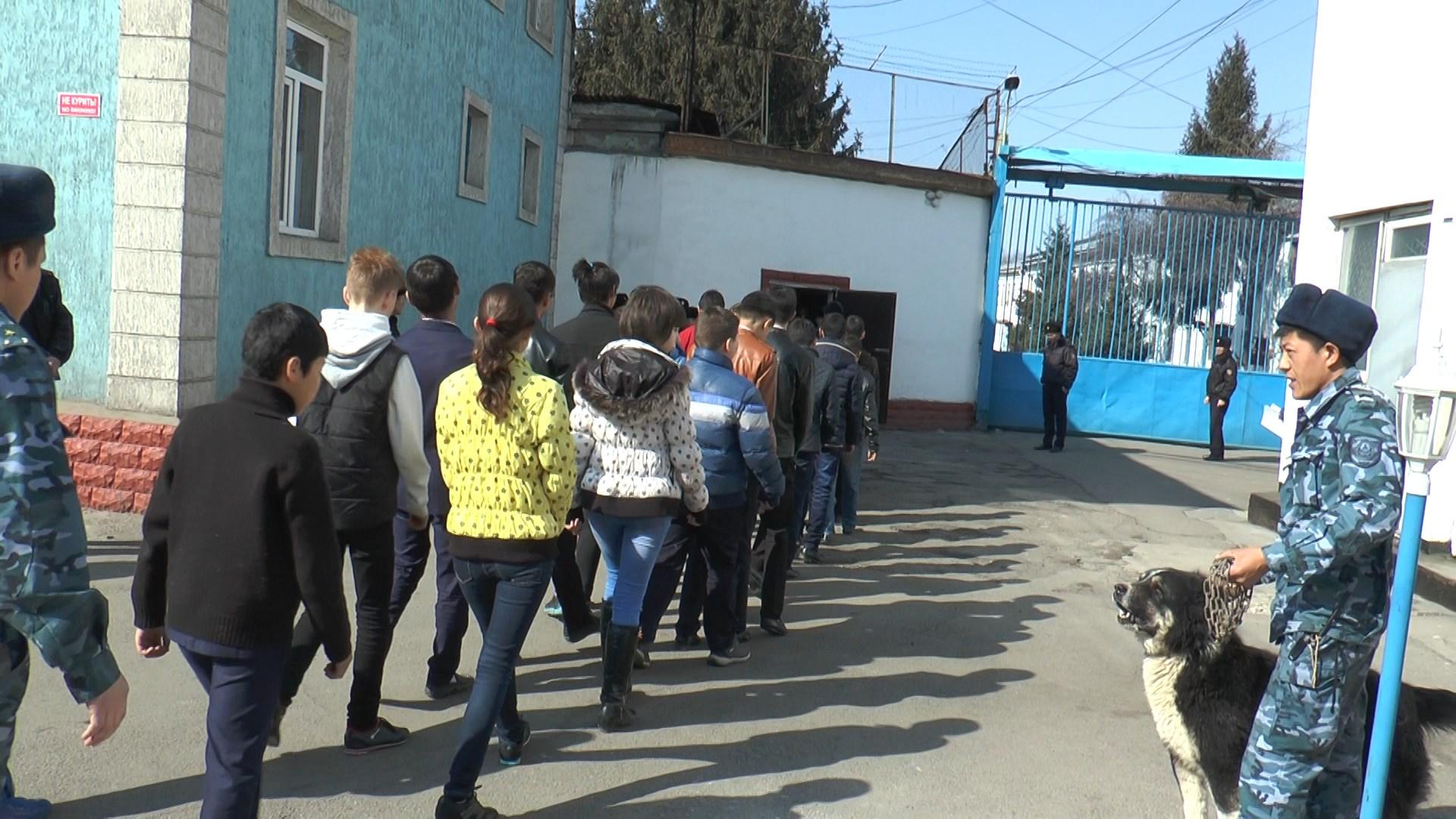 В Казахстане трудным подросткам намерены показывать тюрьмы в целях профилактики
