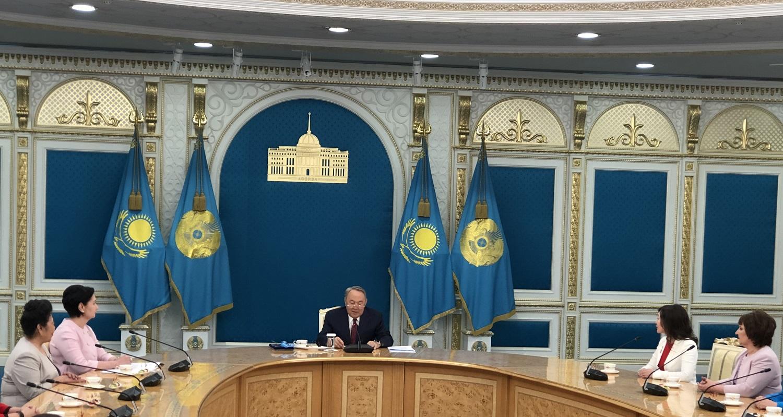 """Президент Казахстана: """"Ни одно государство не делает таких подарков для малообеспеченных многодетных семей"""""""