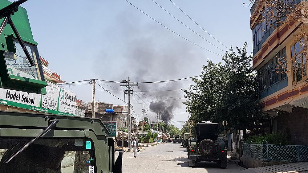 В афганском городе Джелалабад вблизи здания избиркома произошел взрыв