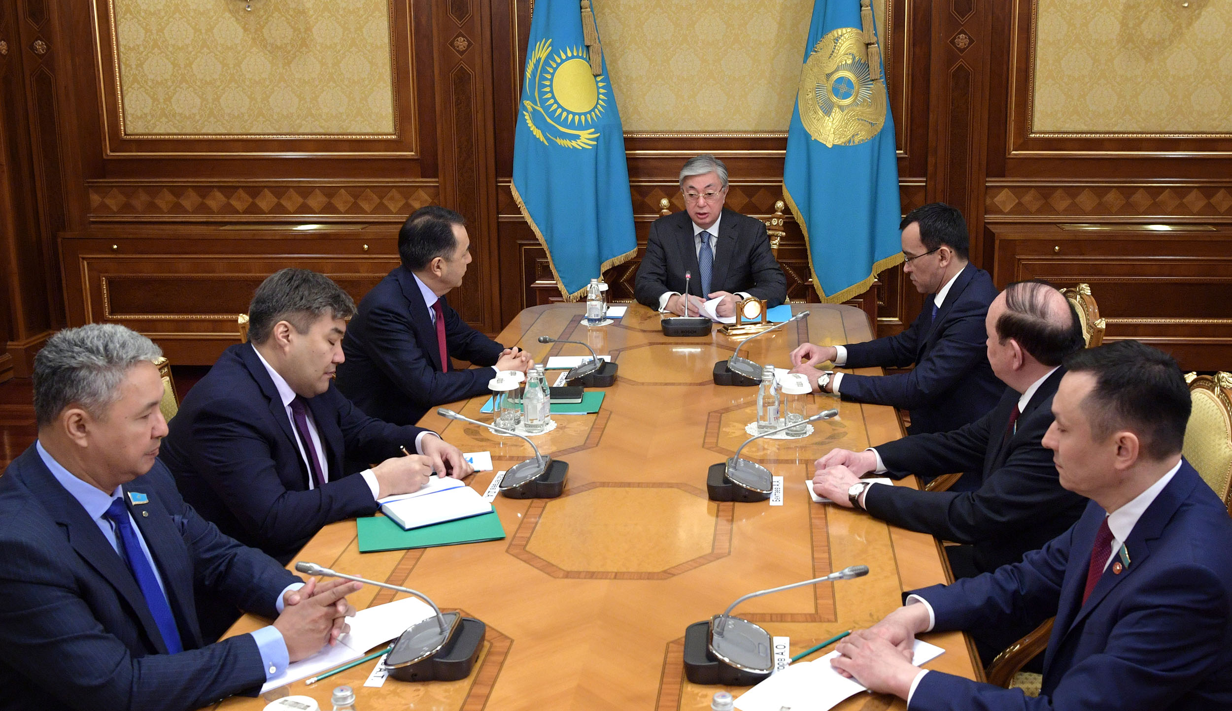 Президент РК встретился с представителями ключевых партий страны