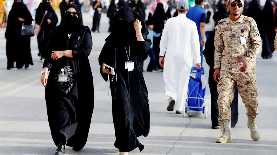 Саудия билігі әйелдерге ерлерінің рұқсатынсыз шекара асуға рұқсат берді