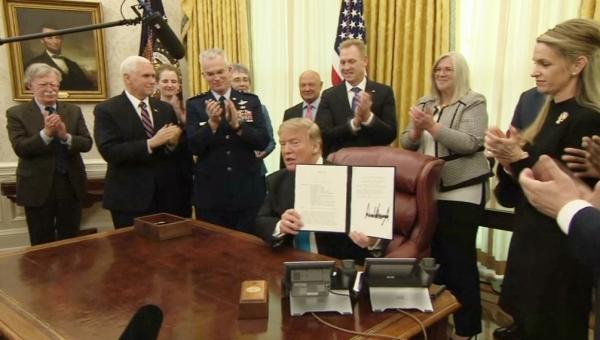 АҚШ президенті Ғарыш әскерін құру туралы заңға қол қойды
