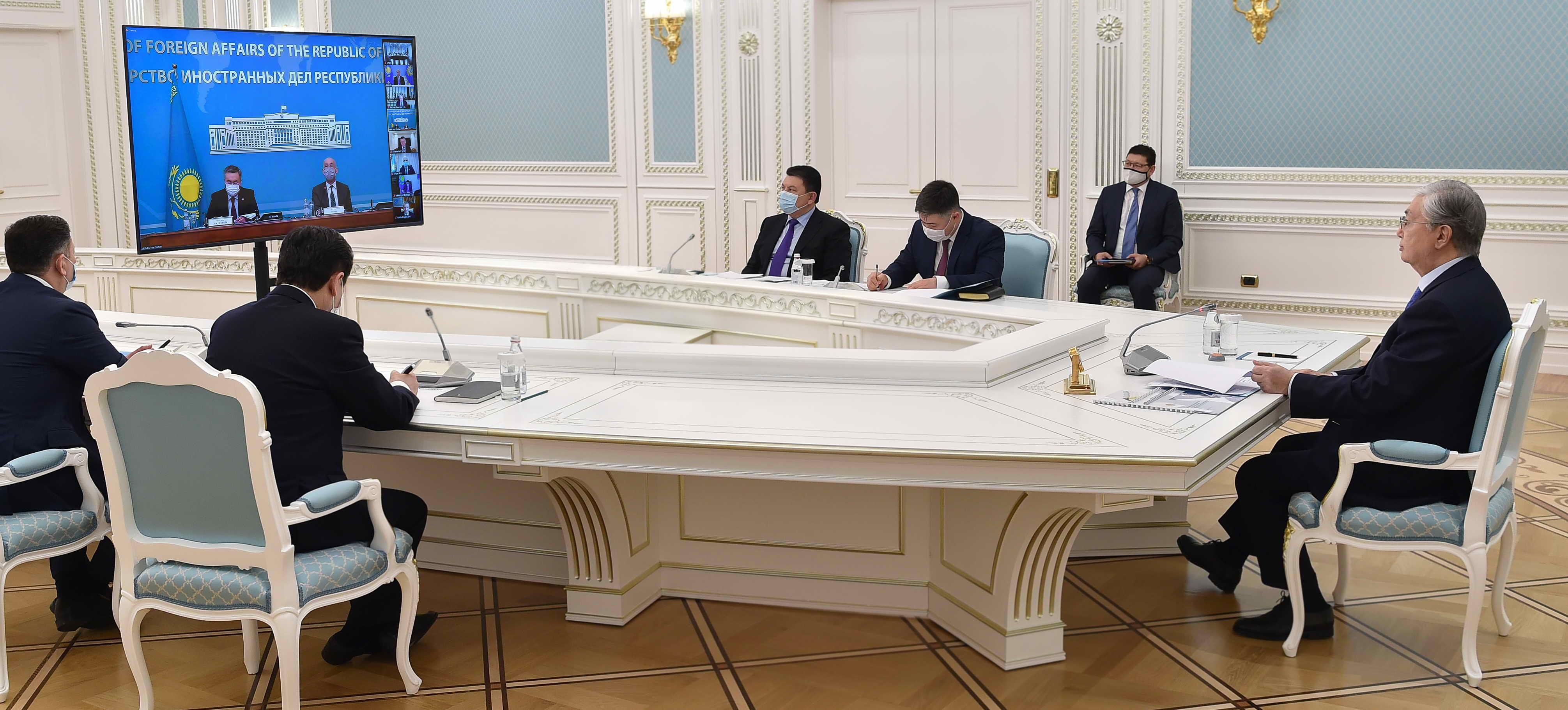 Президент заявил о необходимости выработки механизма регулирования инвестиций в переработку углеводородов