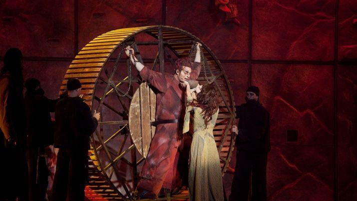 Легендарный французско-канадский мюзикл Notre Dame de Paris зазвучит на казахском языке