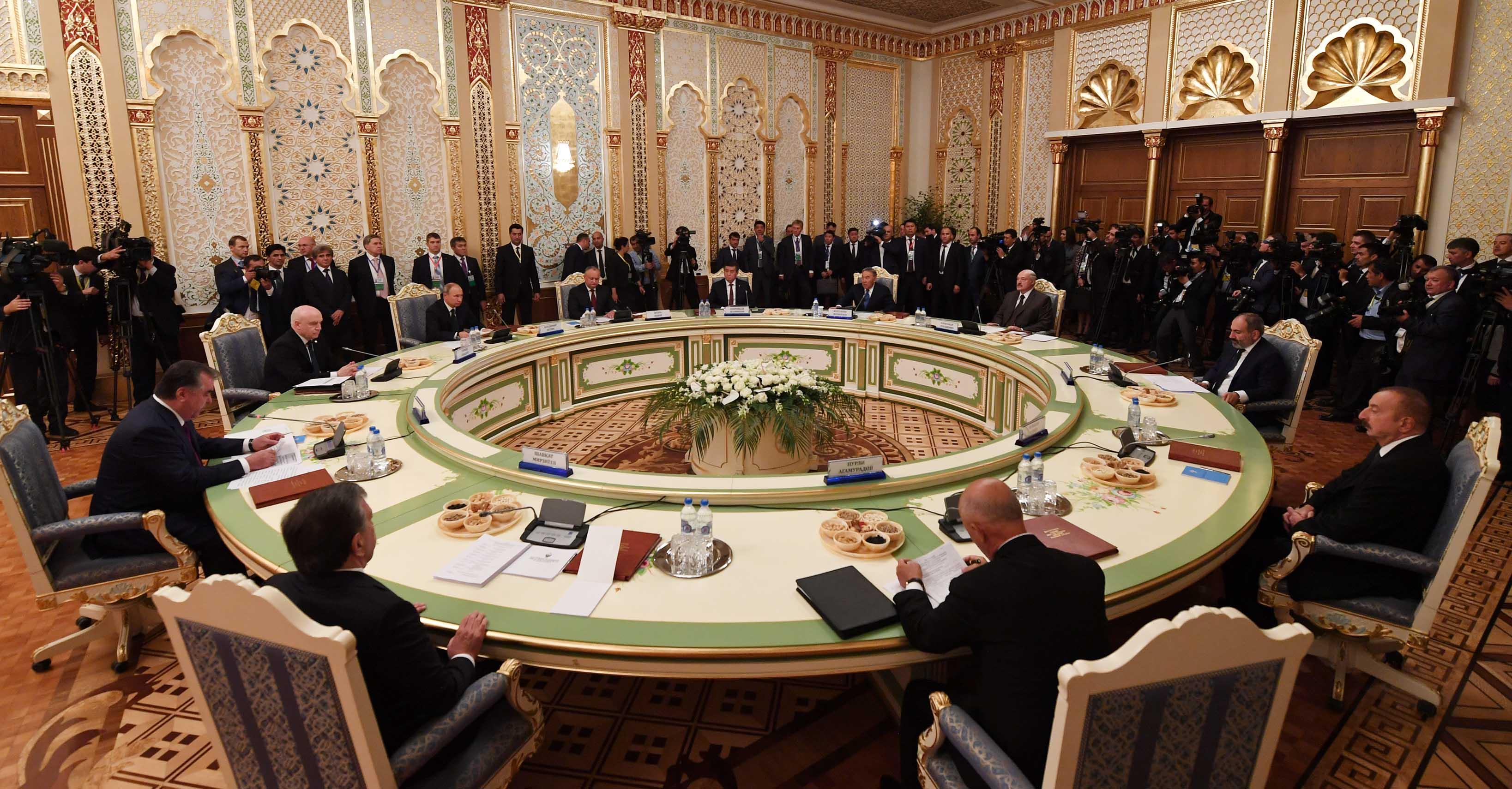 Президент РК заявил о необходимости принятия мер по снятию торговых барьеров в СНГ, Президент РК, СНГ