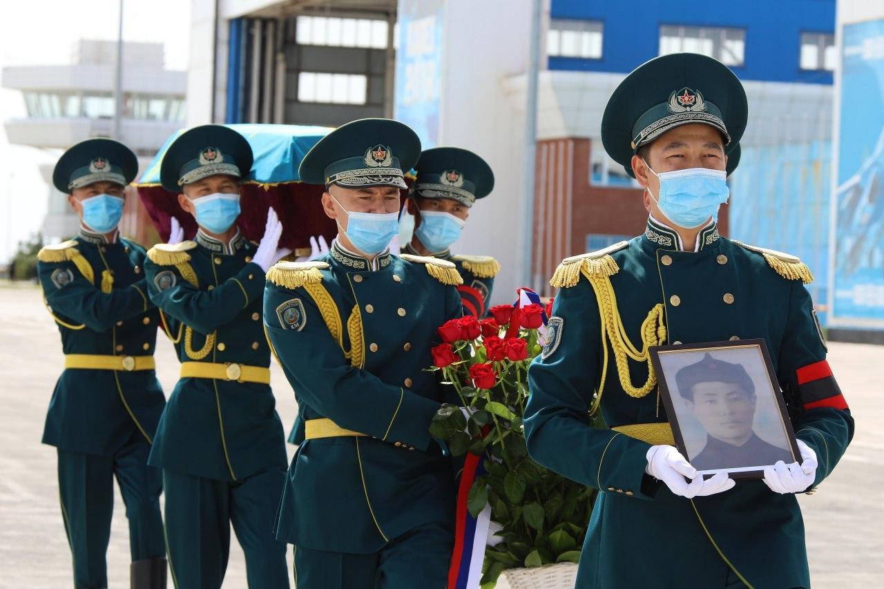 В Смоленской области передали останки воина-казахстанца участника ВОВ родным