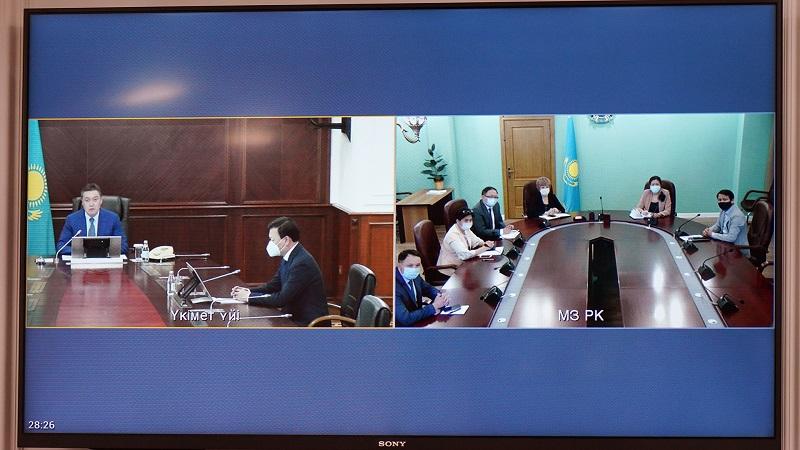 Аскар Мамин представил министра здравоохранения Алексея Цоя