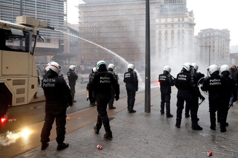 В Бельгии семь человек получили ранения в ходе манифестации против карантина