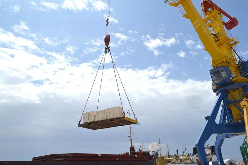 По Каспийскому морю отправлено 2500 тонн мангистауского камня-ракушечника в  Астрахань