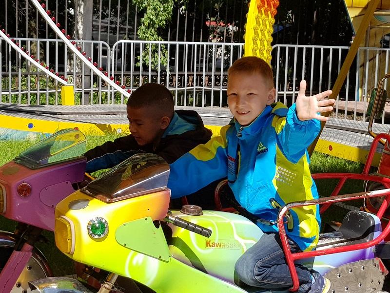 В Алматы более пятисот детей отметили праздник – День улыбки