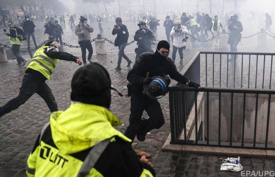 Франция может ввести режим ЧП после погромов
