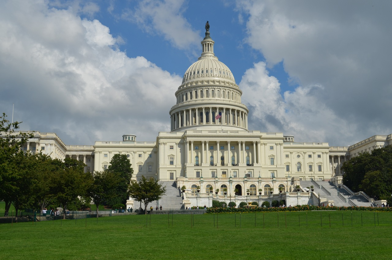Готовящие импичмент демократы запросили у Белого дома информацию о блокировании помощи Украине