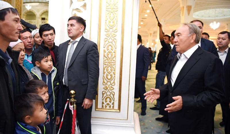 Нурсултан Назарбаев посетил мечеть «Хазрет Султан»