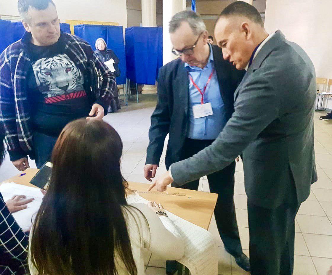 Украинадағы президент сайлауында елімізден 11 адам бақылаушы болды