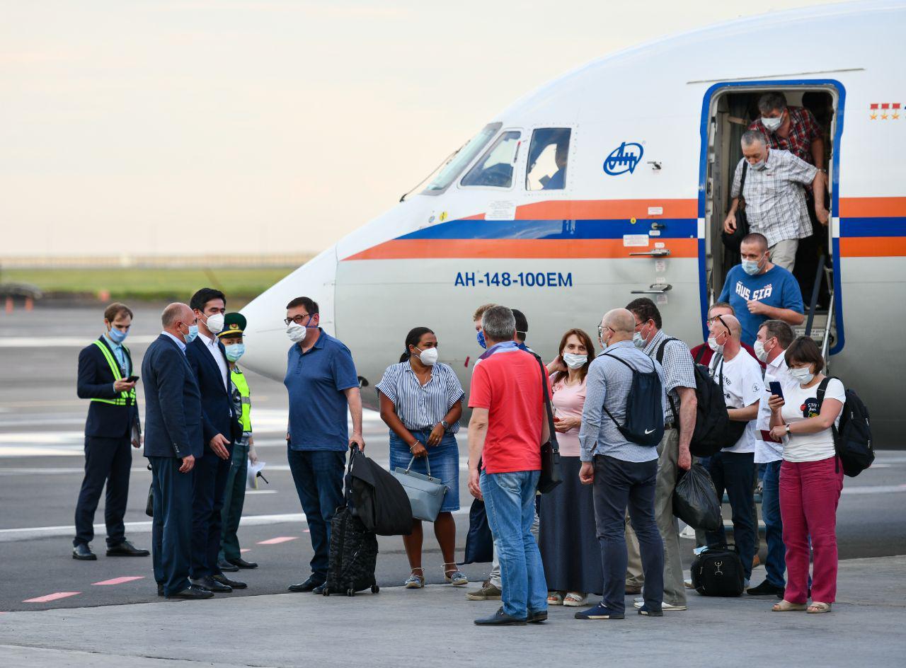 Бригада московских врачей отправилась в Казахстан помогать в борьбе с COVID-19