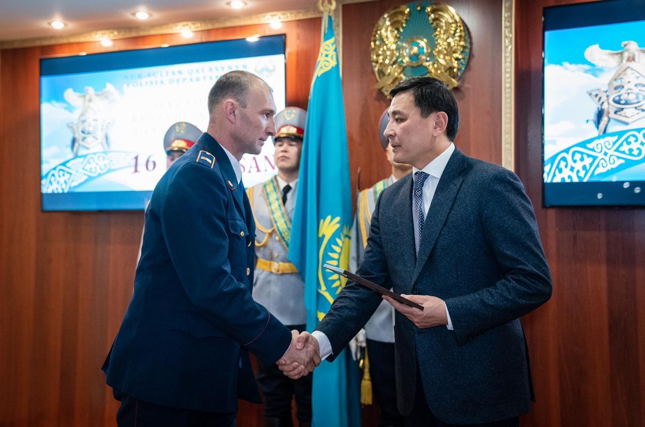 Аким столицы Алтай Кульгинов поздравил стражей порядка с наступающим Днем независимости