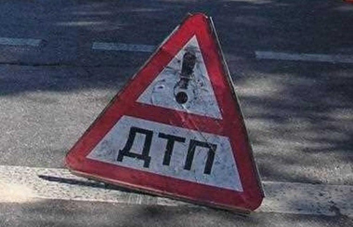 В Алматы опрокинулся микроавтобус: пострадали дети