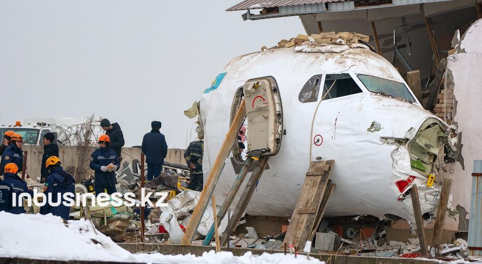 На самолетах Bek Air протекало масло с двигателей, для фиксации деталей использовался скотч