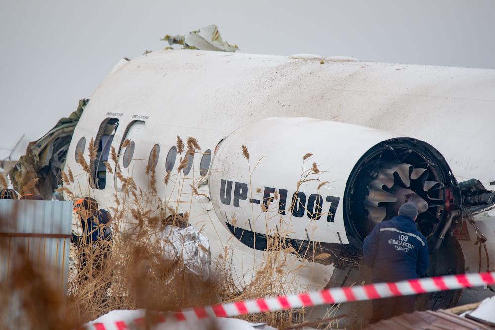 Три семьи получили выплаты на погребение погибших при авиакатастрофе под Алматы