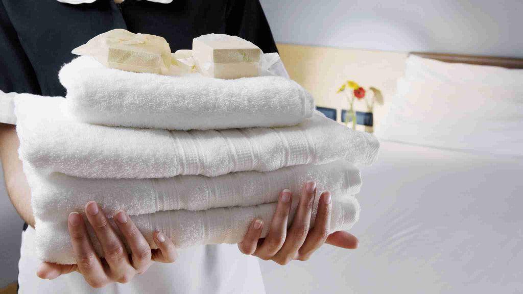 Туристы чаще всего крадут в отелях Европы полотенца, халаты и вешалки