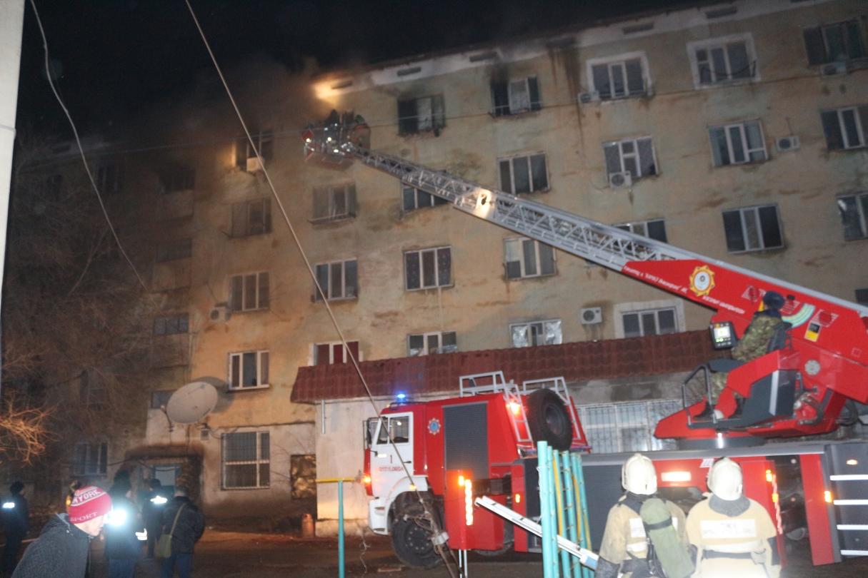 Шесть человек получили отравление угарным газом при пожаре в многоэтажке в Кызылорде