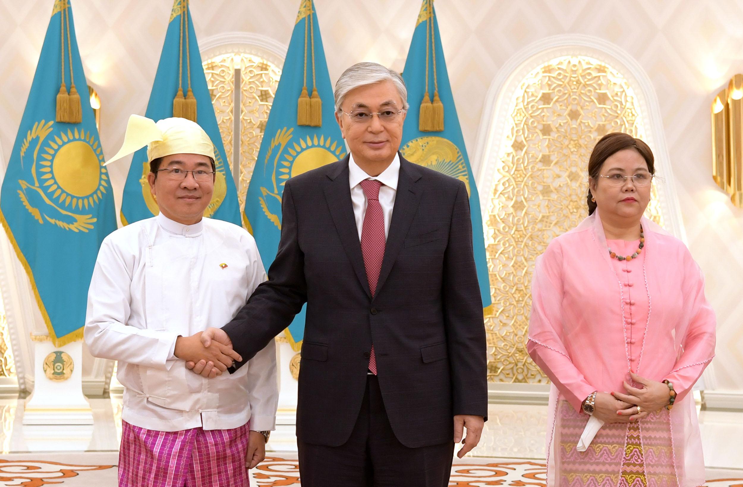 Президент бірқатар мемлекеттің елшілерінен сенім грамоталарын қабылдады