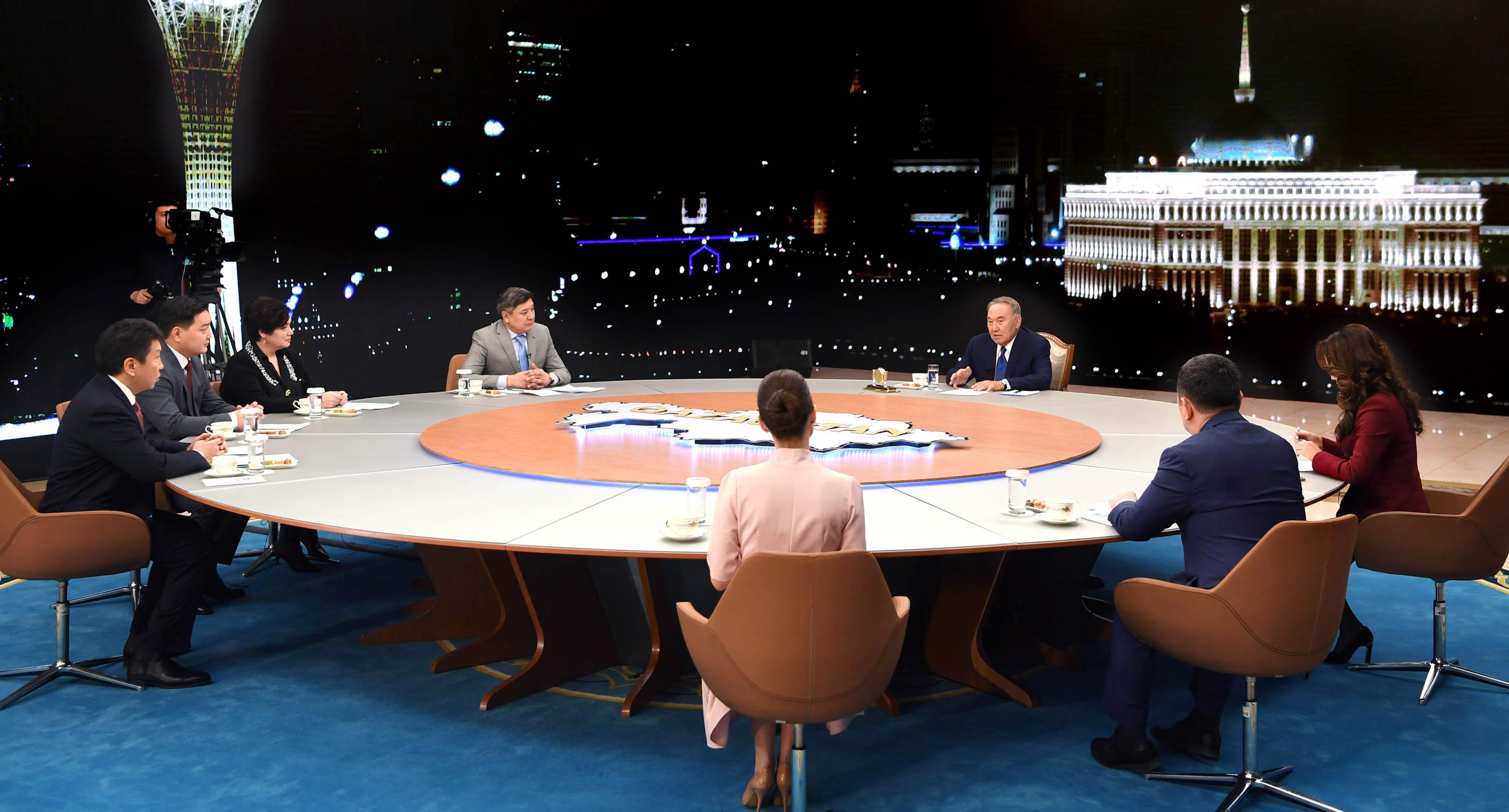 Нұрсұлтан Назарбаев: Олардың не істеп жатқанын ешкім білмейді